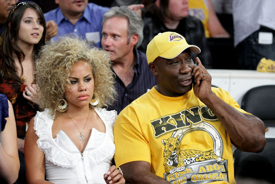 Michael Clarke Duncan & his girlfriend Vanessa Bozell // Lakers vs. Rockets Playoff Game (May 12th 2009)