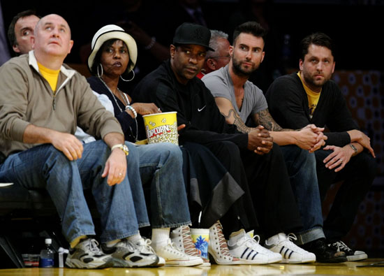 Pauletta & Denzel Washington and Adam Levine at Lakers/Nuggets Playoff game in Los Angeles (May 27th 2009)