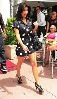 Kim Kardashian leaving Miami Beach restaurant (May 18th 2009)
