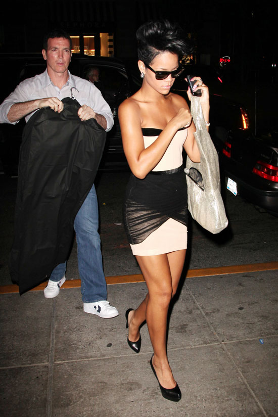 Rihanna outside of Kanye West's apartment (May 22nd 2009)