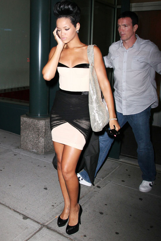 Rihanna Outside Of Kanye West S Apartment May 22nd 2009