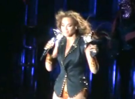 """Beyonce pays tribute to Michael Jackson during her """"I Am... Tour"""""""