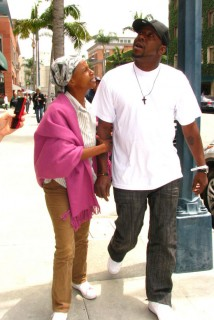 Bobby Brown & The Quween on Bedford Dr. in Beverly Hills (June 9th 2009)