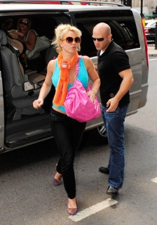 Britney Spears and her sons Jayden & Sean visit the London Zoo (June 16th 2009)