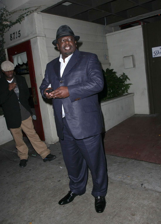Cedric the Entertainer outside Guys and Dolls nightclub in Los Angeles (June 18th 2009)