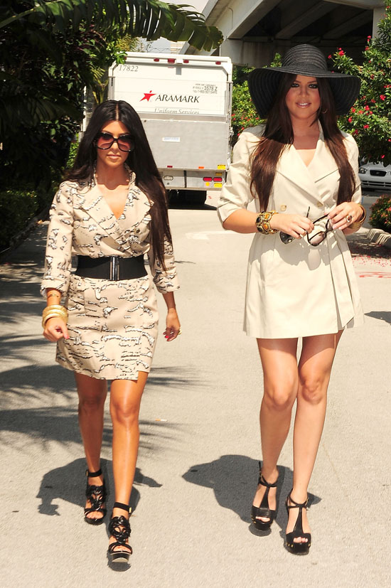 Kourtney and Khloe Kardashian at the Miami airport (June 18th 2009)