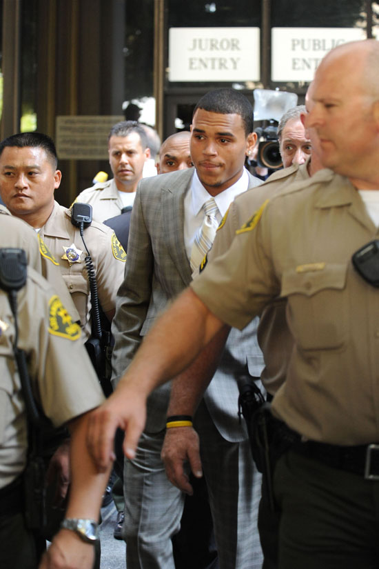 Chris Brown leaving Los Angeles courthouse (June 22nd 2009)