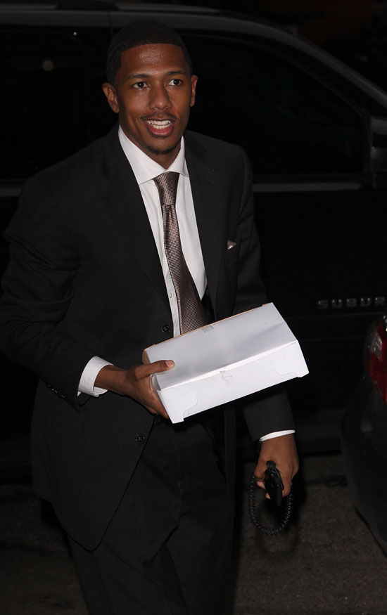 Nick Cannon outside his hotel in NYC (June 22nd 2009)