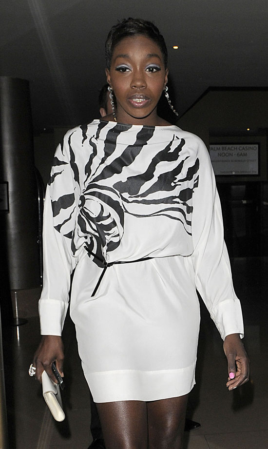 Estelle leaving London hotel (June 2nd 2009)