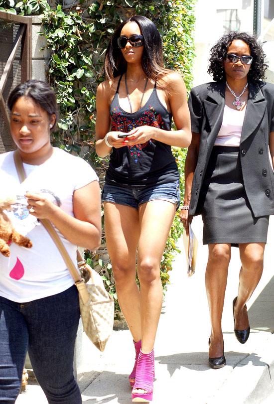 Ciara house hunting in Los Feliz, Los Angeles (June 23rd 2009)