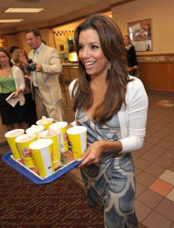 Eva Longoria kicks of Father\'s Day Frosty Weekend at Wendy\'s