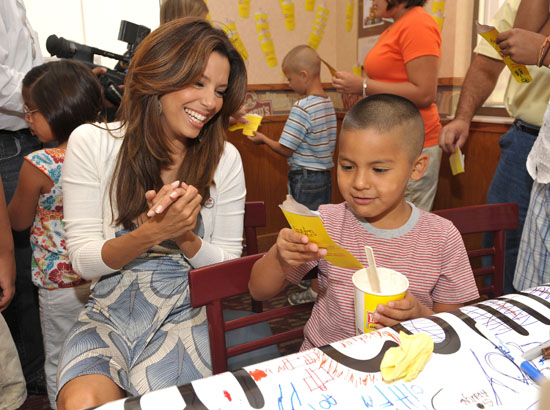 Eva Longoria kicks of Father's Day Frosty Weekend at Wendy's