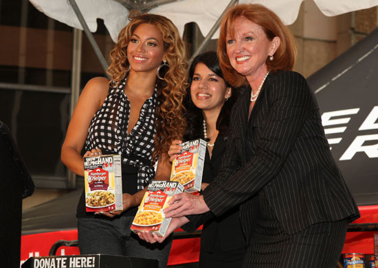 Beyonce, Sarita Finnie (Hamburger Helper), Vicki Escarra (Feeding America) // Kick-Off of National Show Your Helping Hand Hunger Relief Initiative