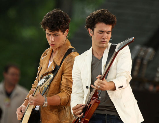 Nick & Kevin Jonas of The Jonas Brothers The Jonas Brothers // ABC\'s Good Morning America (June 12th 2009)