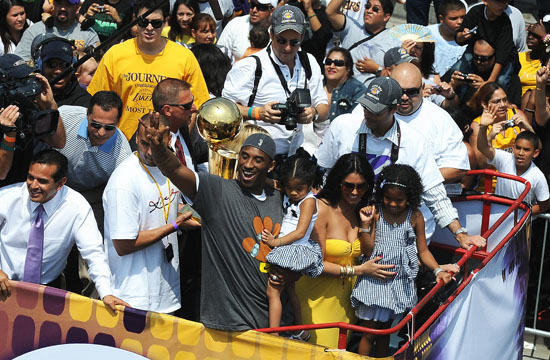 Kobe Bryant, his wife Vanessa and their daughters at a Parade following the Lakers Victory over the Magic in the 2009 NBA Championship
