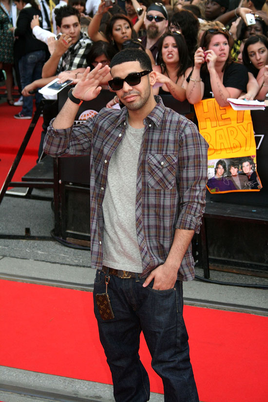 Drake // 2009 MuchMusic Awards (Red Carpet)