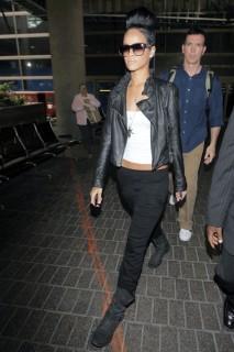 Rihanna at LAX airport (May 31st 2009)