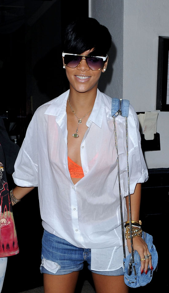 Rihanna in New York City (June 29th 2009)