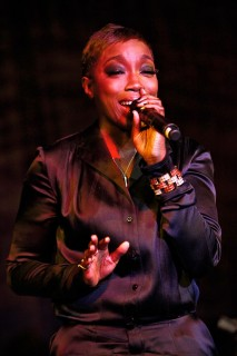 Estelle performing // Samsung\'s 8th Annual Season of Hope Gala
