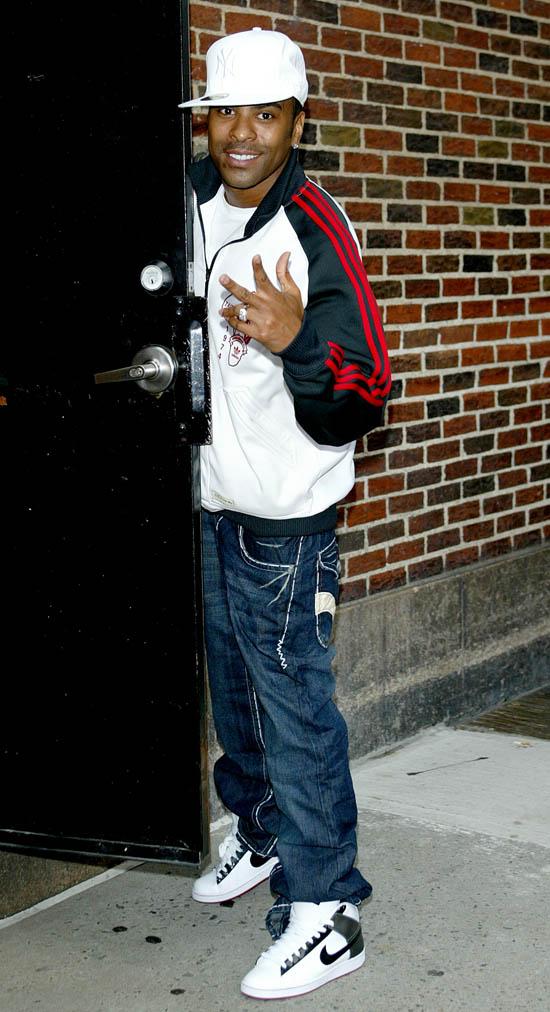 Rick Fox Ginuwine outside the E...