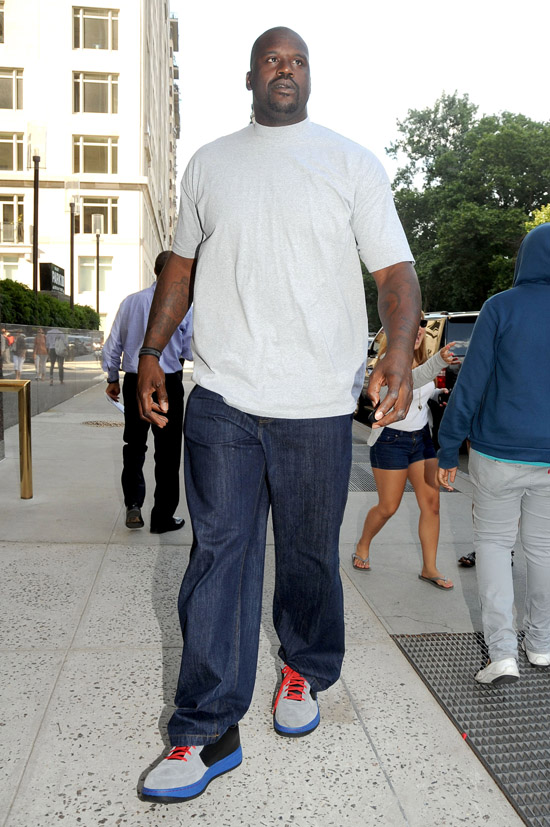 Shaquille O'Neal arriving at his Midtown Manhattan Hotel in NYC (June 29th 2009)