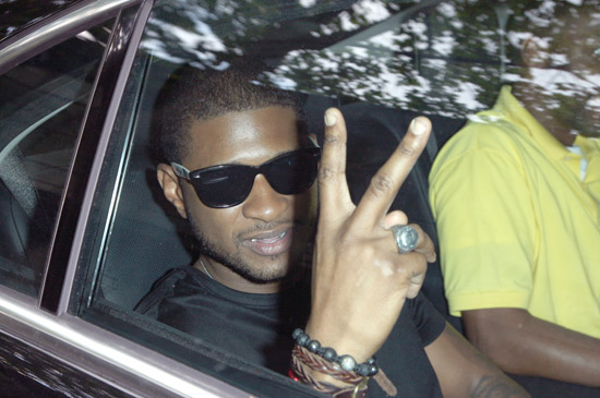Usher arriving at the Dior fashion show in Paris, France (June 28th 2009)