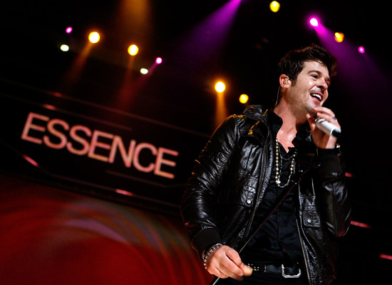Robin Thicke // 2009 Essence Music Festival (Day 2)