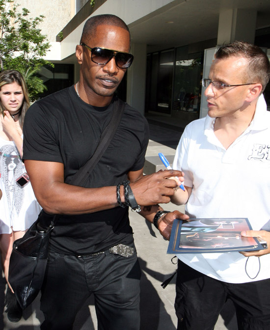 Jamie Foxx sighting in Beverly Hills, California (July 15th 2009)