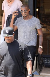 Kanye West shopping at Barney's in Beverly Hills (July 28th 2009)