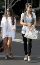 Kim & Khloe Kardashian leaving Fred Segal's in Hollywood (July 8th 2009)