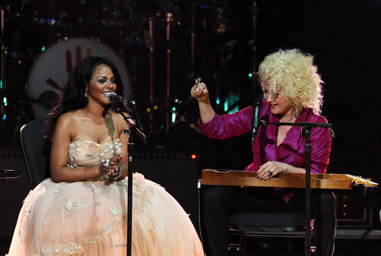Lil Kim and Cyndi Lauper // Mandela Day 46664 Celebration Concert