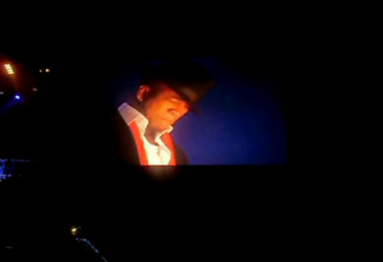 [VIDEO] Ne-Yo crying on stage in Manchester, U.K. (England)