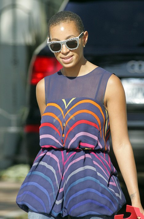 Solange's new haircut (July 2009)