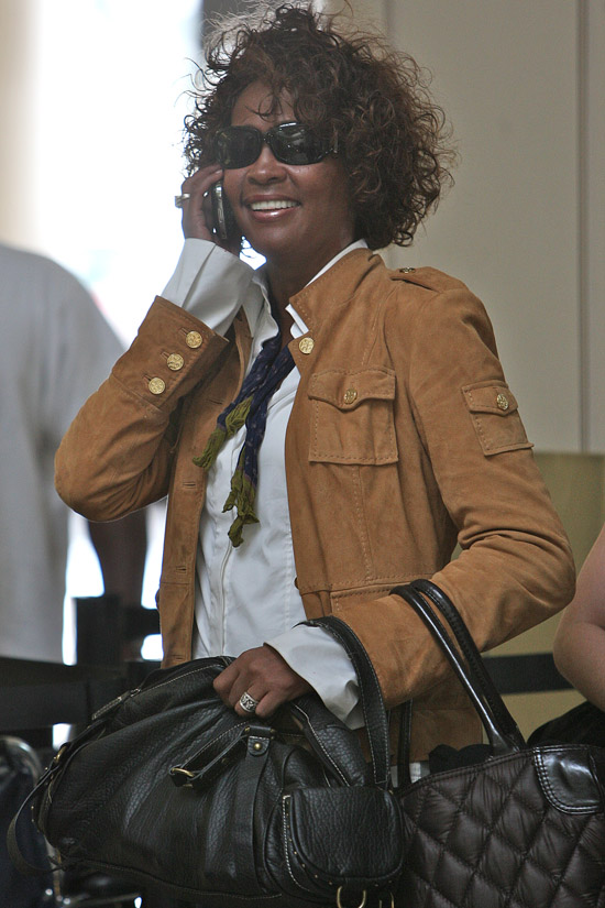 Whitney Houston at LAX catching a flight out of Los Angeles (July 3rd 2009)