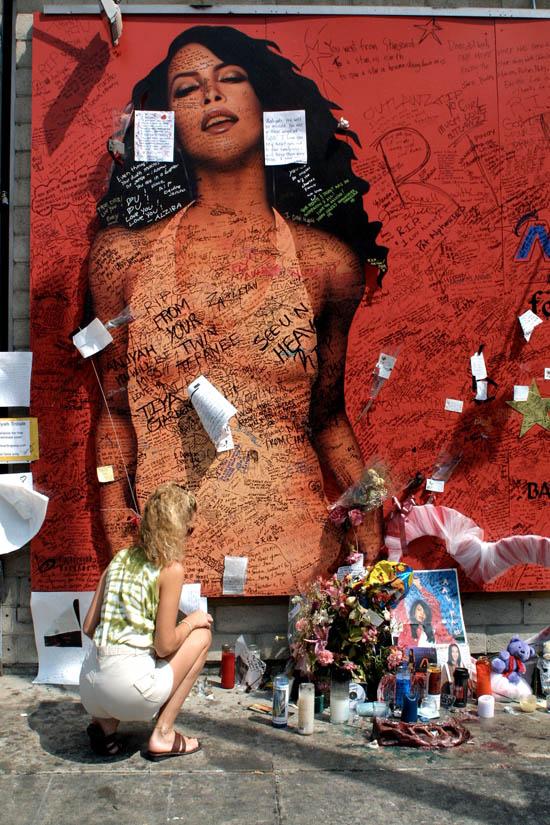 Fans mourn australian singer and feminist icon helen reddy