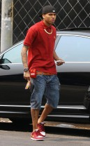 Chris Brown shopping on Melrose Ave. in Los Angeles (August 13th 2009)