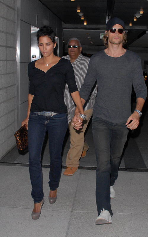 Halle Berry & Gabriel Aubry's date night in Los Angeles (August 6th 2009)