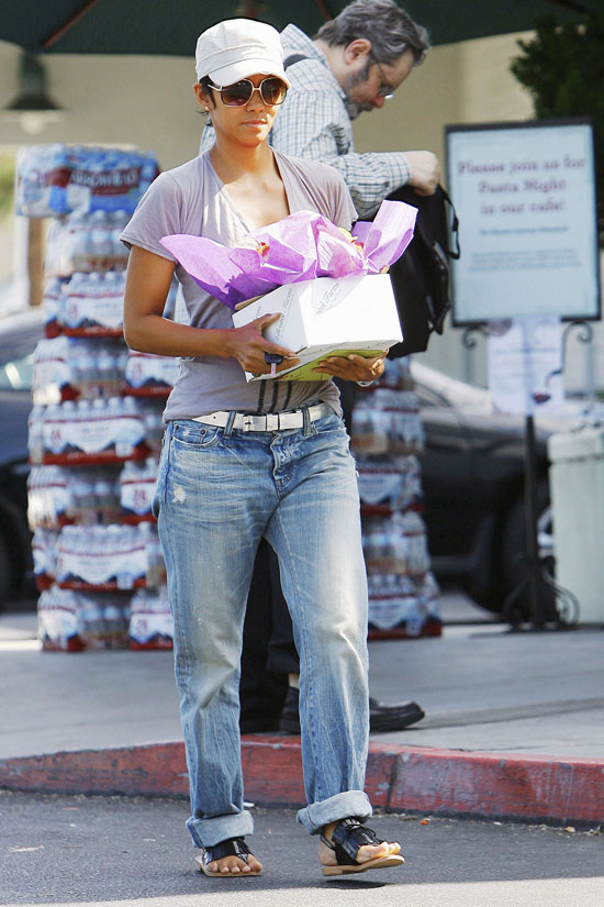 Halle Berry on her way to a hospital in Beverly Hills (August 4th 2009)