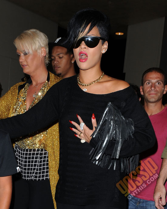 """Rihanna and her brothers leaving """"The Lion King"""" on Broadway in New York City (August 28th 2009)"""