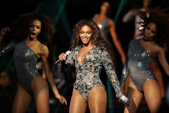 """Beyonce performs """"Single Ladies"""" at the 2009 MTV Video Music Awards"""