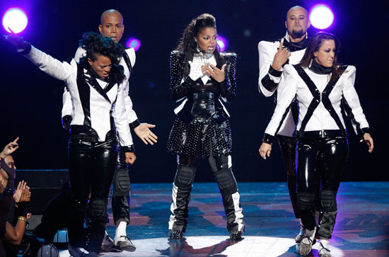 "Janet Jackson peforms ""Scream"" during the Michael Jackson tribute at the 2009 MTV Video Music Awards"