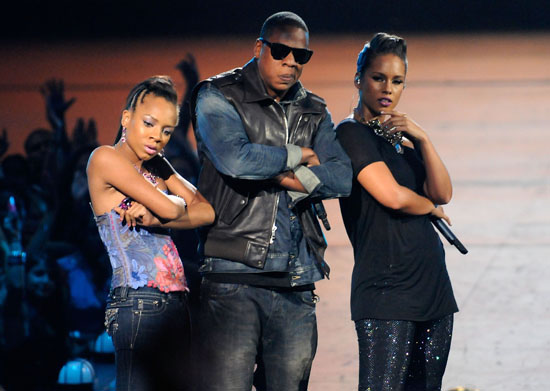 "Lil Mama crashes Jay-Z and Alicia Keys' performance of ""Empire State of Mind"" at the 2009 MTV Video Music Awards"