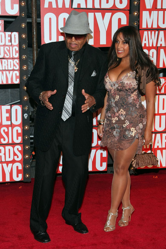 Joe Jackson and mystery lady arrive on the Red Carpet at the 2009 MTV Video Music Awards