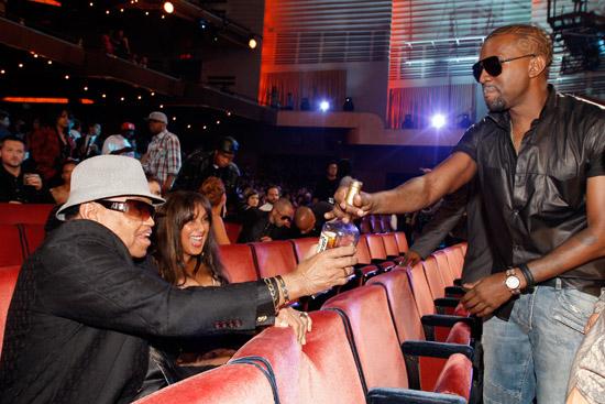 Joe Jackson and Kanye West // 2009 MTV Video Music Awards (Audience Candids)