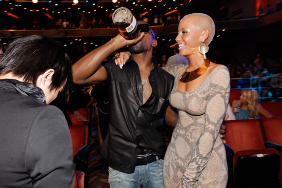 Kanye West, Amber Rose and Pete Wentz // 2009 MTV Video Music Awards (Audience Candids)