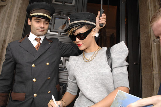Rihanna leaving Hotel de Rome in Berlin, Germany (September 29th 2009)