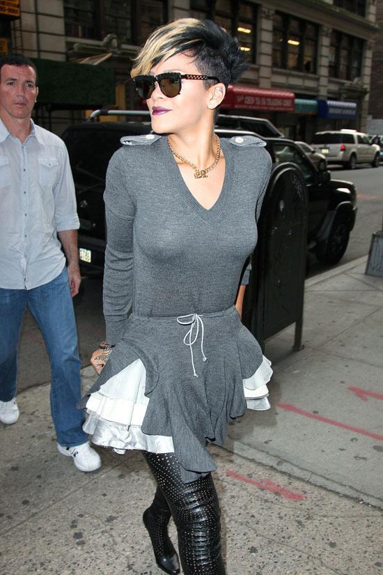 Rihanna outside a building in Soho, New York City (September 22nd 2009)
