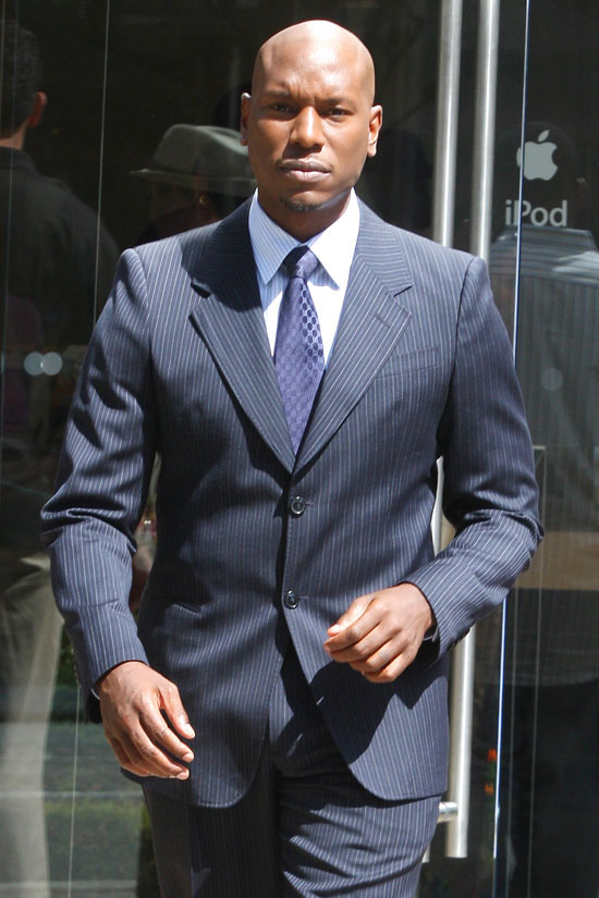Tyrese filming scenes for a new show in Hollywood (September 22nd 2009)