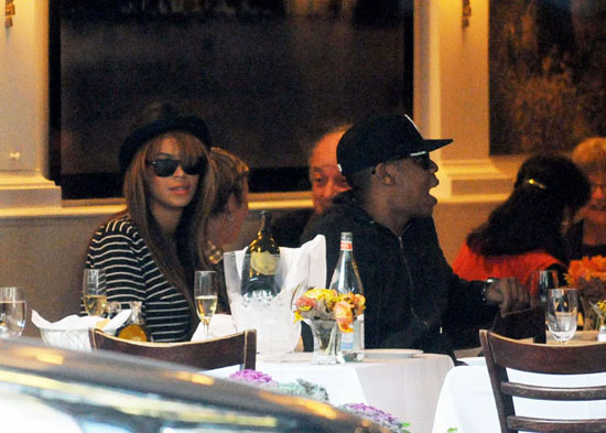 Beyonce & Jay-Z have lunch at Nello's restaurant in New York City (October 26th 2009)