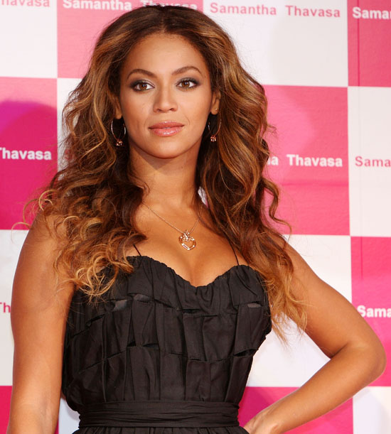 Beyonce hosts Samantha Thavasa Meet & Greet in Tokyo, Japan (October 16th 2009)